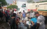 Con agua de pipas, personal de Jumapam apoya a vecinos de las colonias más afectadas por el desabasto. Foto: Cortesía | Jumapam